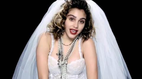 """Lourdes Maria no clipe de """"Celebration"""", de 2009"""
